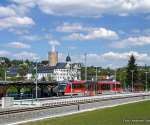 Bhf-Zschopau-mit-Blick-auf-Schloss-Wildeck