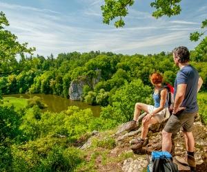 Blick-auf-Koenig-Konrad-Felsen_(c)-Lahntal-Tourismus-Verband-e.V.-