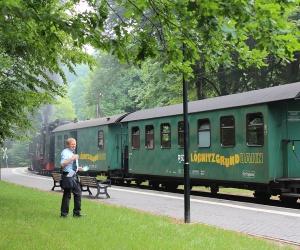 Eine-Fahrt-mit-der-Loeßnitzgrundbahn_Tourist-Information-Radebeul