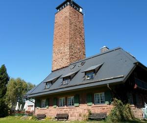 Gedaechtnishaus-mit-Turm