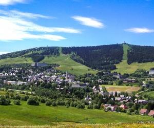 Natur_Sommer_Blick_auf_Oberwiesenthal