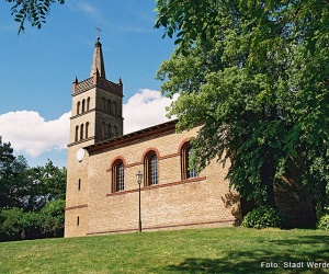 Schinkelkirche-Petzow_c-Stadt-Werder-(Havel)