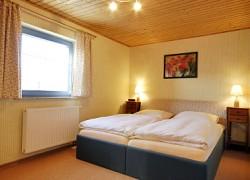 fewo2_schlafzimmer.jpg