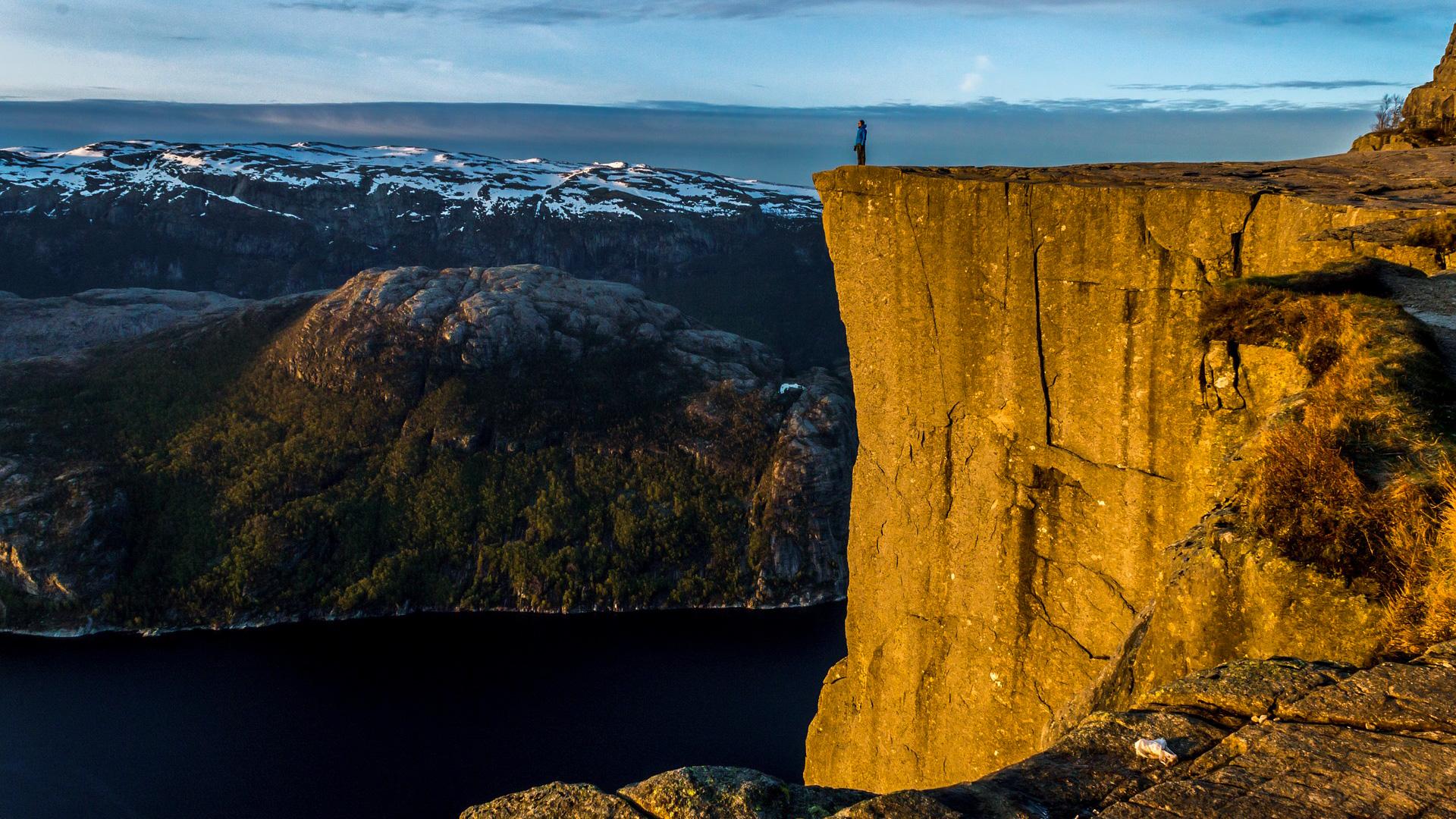 Wandern in den Fjorden Norwegens – Eine atemberaubende Szenerie erleben