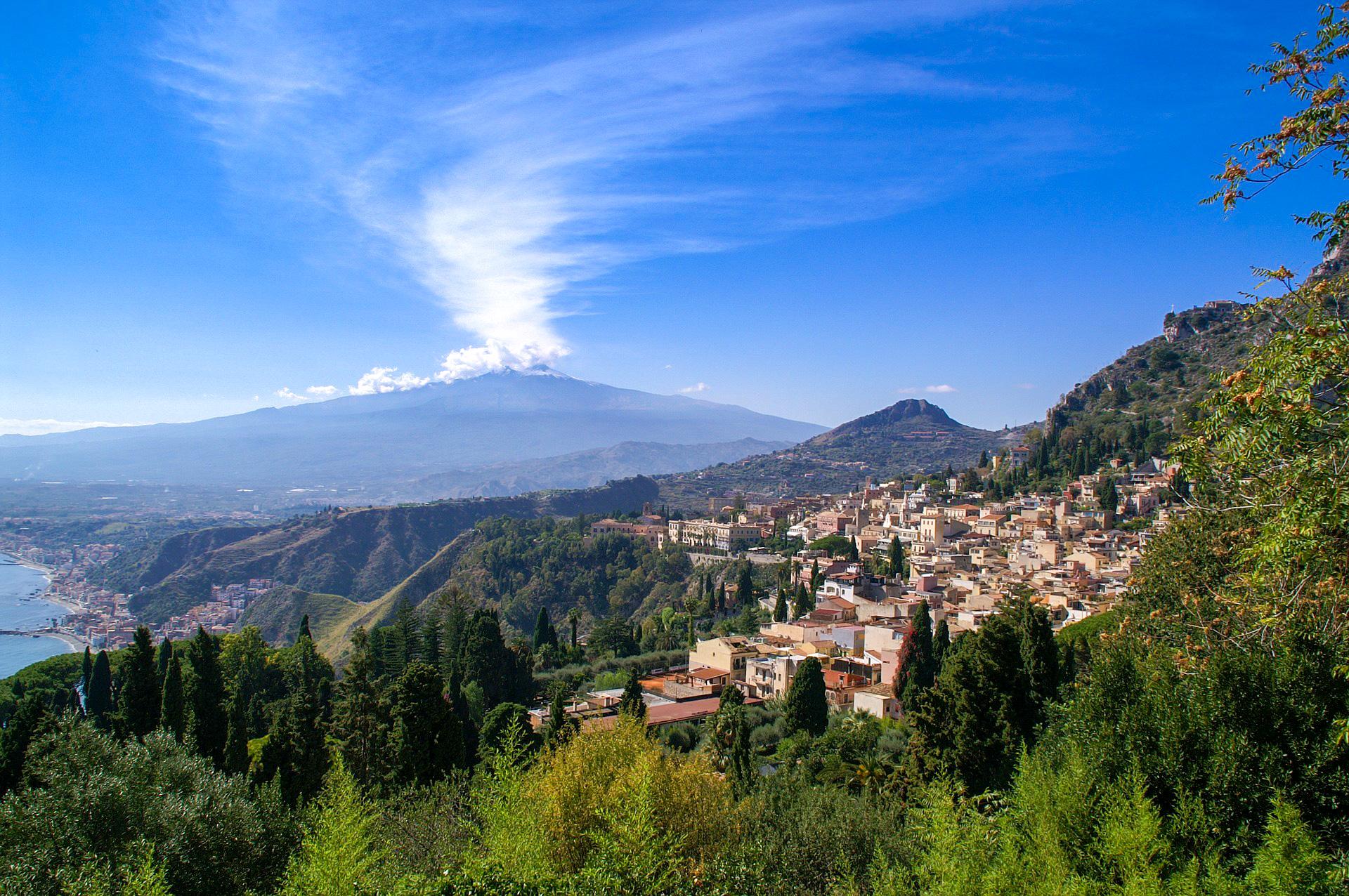 Wandern auf Europas aktivsten Vulkan